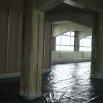 Der Eingangsbereich nimmt langsam Gestalt an, die geplante Glastür fehlt noch.